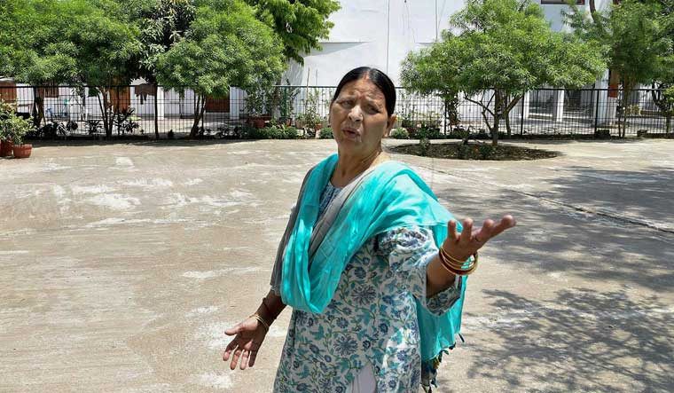 CBI questions Rabri Devi in railway hotel tender case
