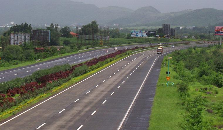 mumbai-pune-expressway-accident