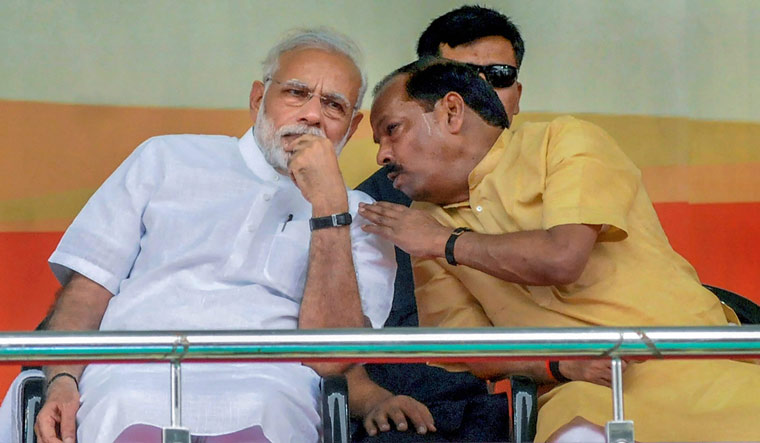 Prime Minister Narendra Modi with Jharkhand Chief Minister Raghubar Das during the foundation stone laying ceremony of several projects, at Baliapur block of Dhanbad district   PTI