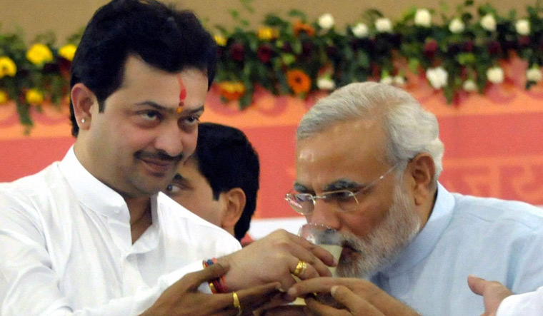 Modi with Maharaj