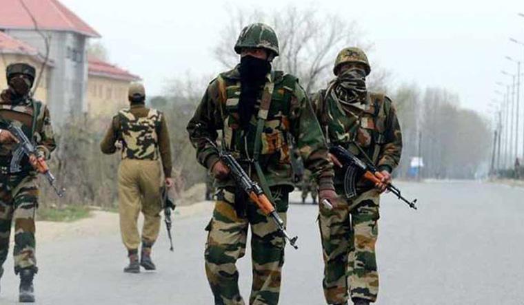 श्रीनगर में सुरक्षा बलों पर ग्रेनेड हमला, छह जवानों समेत सात घायल