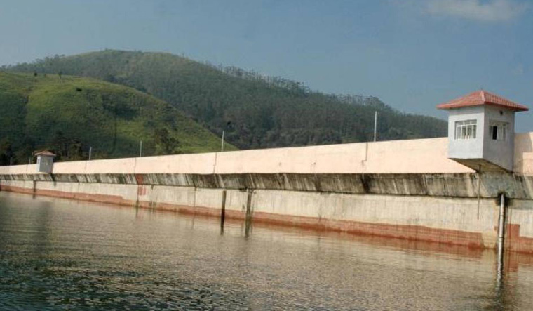 Kerala government issued warning against rumor-mongers about cracks in Mullaiperiyaar Dam