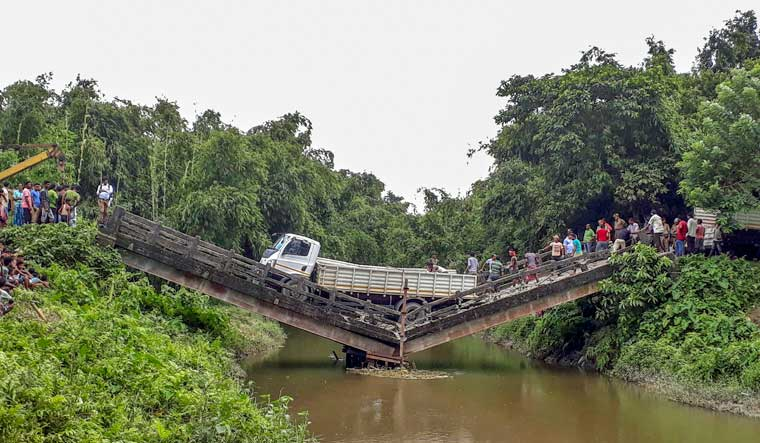 bridge collapse west bengal pti