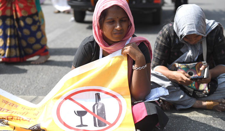 Karnataka women take to streets demanding liquor ban - The Week