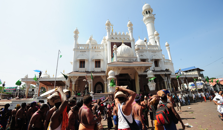 Women demand entry to mosque with Sabarimala link - The Week