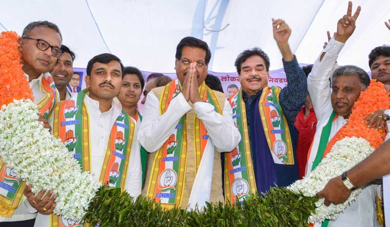 Congress leaders Shatrughan Sinha and former Maharashtra chief minister Prithviraj Chavan being garlanded during a public rally ahead of Maharashtra's assembly election, in Karad | PTI