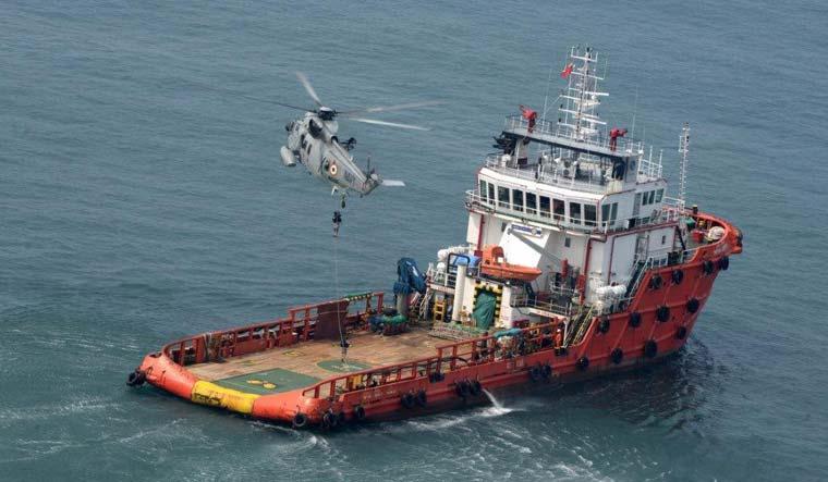 Indian-Navy-helicopter-sea-king-anti-hijacking-PIB