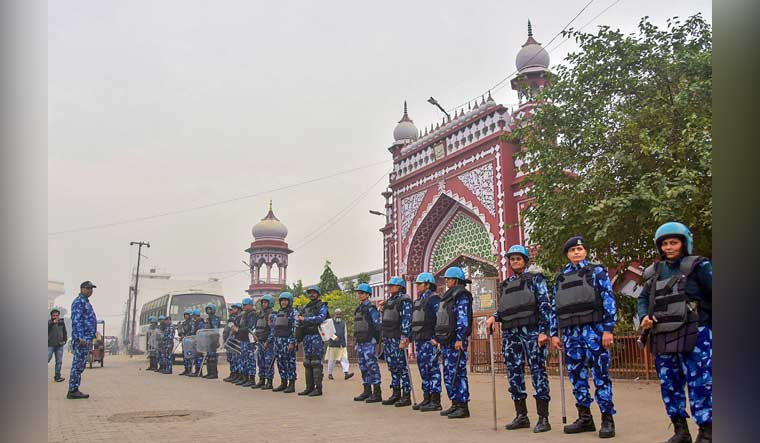 Police-outside-AMU-PTI-Aligarh-Muslim-University