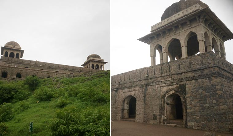 Mandu, aiming to be a world heritage site, celebrates year-end festival