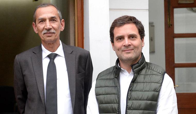 Congress president Rahul Gandhi with Lt Gen. D.S. Hooda   Twitter