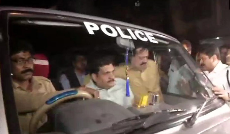 Police detain the CBI team which reached the residence of Kolkata Police Commissioner Rajeev Kumar | Twitter/ANI