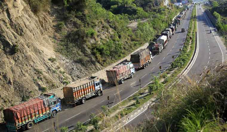 Jammu and Kashmir highway blockade only for a fortnight, clarifies home ministry