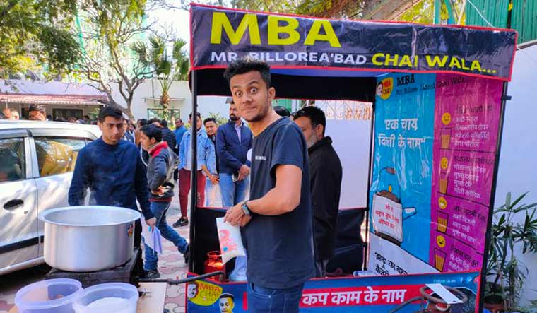 Kaam ki Chai': Gujarat's 'MBA Chaiwala' campaigns for AAP in Delhi - The  Week