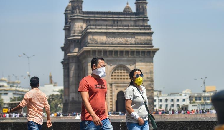 tourists-mumbai-pti