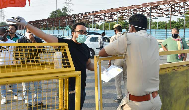 Haryana-seals-border-with-Delhi-rush-Aayush