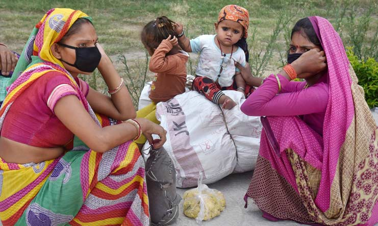 Migrants take rest along the Ring Road, during their journey towards their native place in Madhya Pradesh, amid ongoing COVID-19 Lockdown in New Delhi | PTI