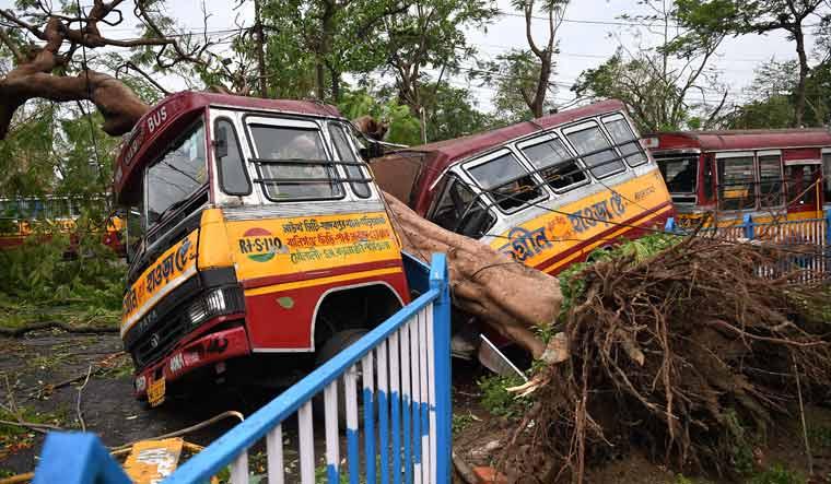 cyclone-Amphan-bus-kolkata-salil