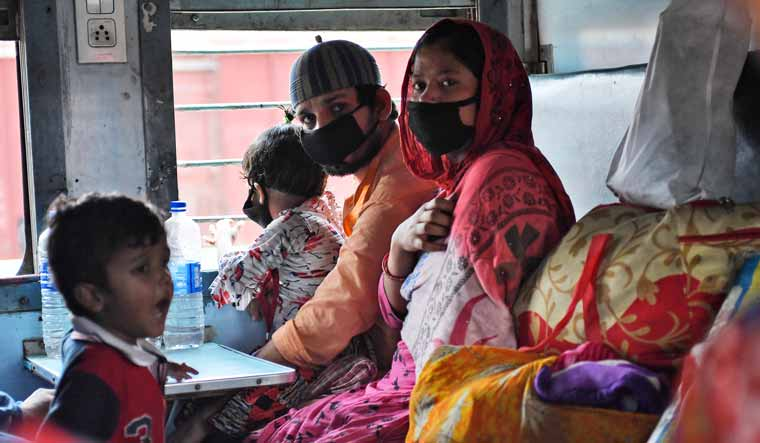 passengers-trains-masks-migrant-hoogly-railways-covid19-salil
