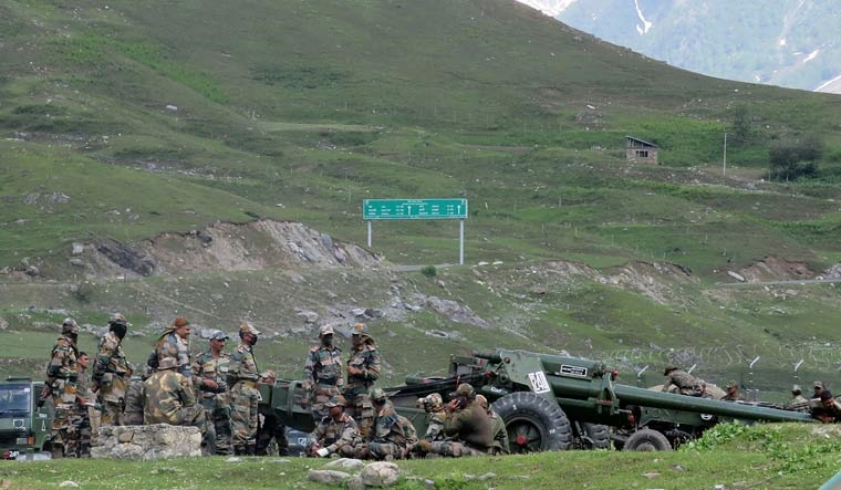 indian soldiers artillery reuters