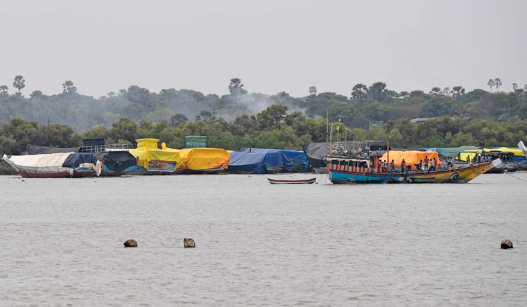 Fishermen's boats docked at Madh island ahead of Cyclone Nisarga | Amey S. Mansabdar