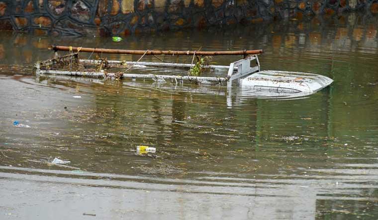 submerged-tempo-delhi-rains-minto-PTI