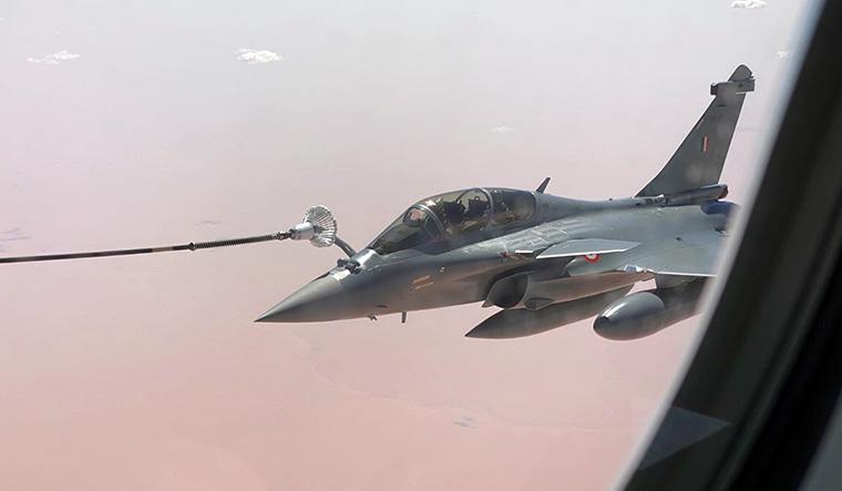 Dassault-Rafale-midair-refuel-IAF-twitter