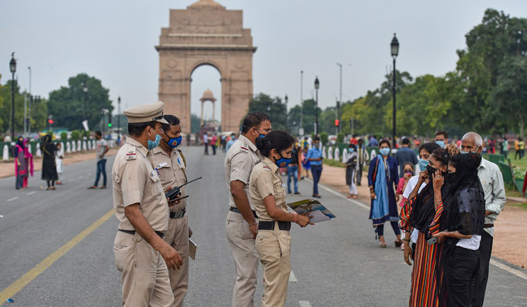 Policemen warn visitors of penalties for not wearing masks near India Gate in Delhi during Unlock 3.0 | PTI