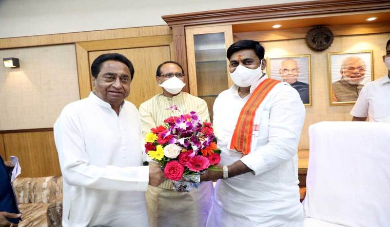 Shivraj Singh Chouhan and LoP Kamal Nath meeting pro-tem speaker Rameshwar Sharma before commencement of the Assembly session | PRD