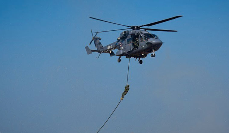 TROPEX-Indian-navy-helicopter-paratroopers