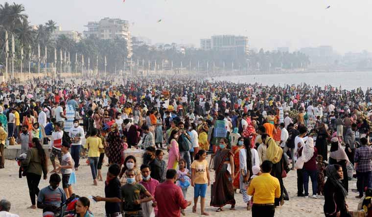 juhu-beach-gathering-maharashtra-covid-pri