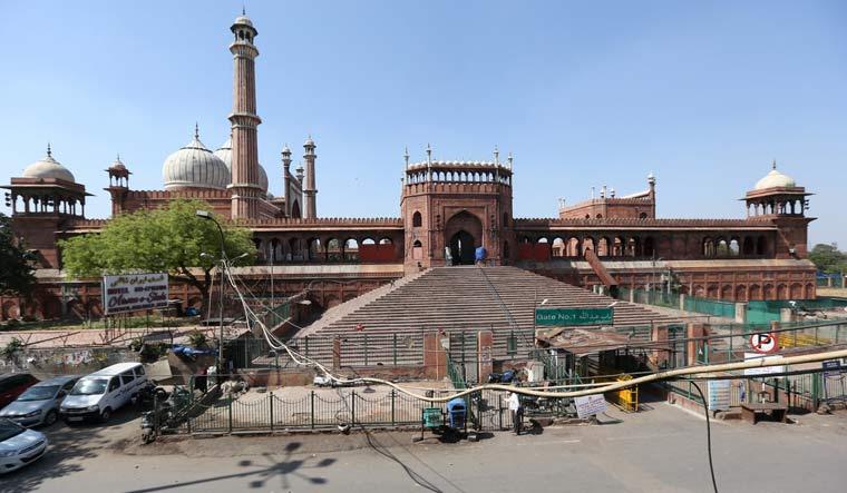 Jama Masjid wears a deserted look during weekend curfew on Saturday | PTI