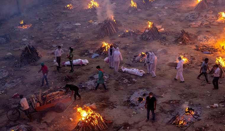 delhi-funeral-pyres-cremation-covid-reuters