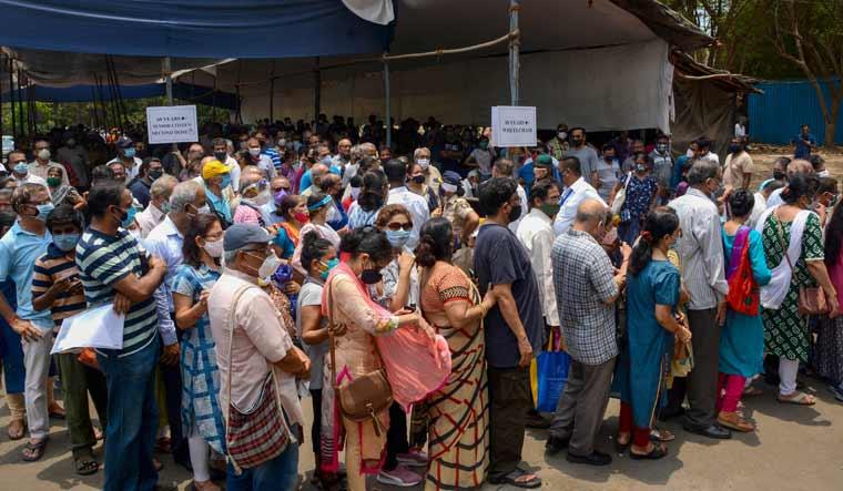 mumbai-vaccine-centre-lines-social-distancing-pti
