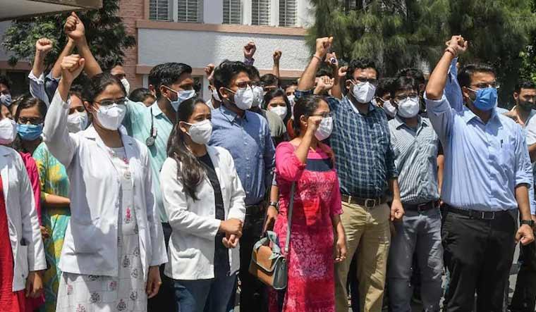 mp-doctors-protest-pti