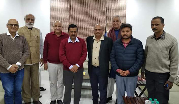 Kejriwal with MH AAP Twitter