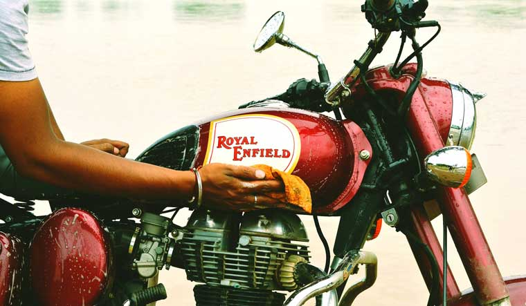 Royal-Enfield-Wash-Kaushik-Singh