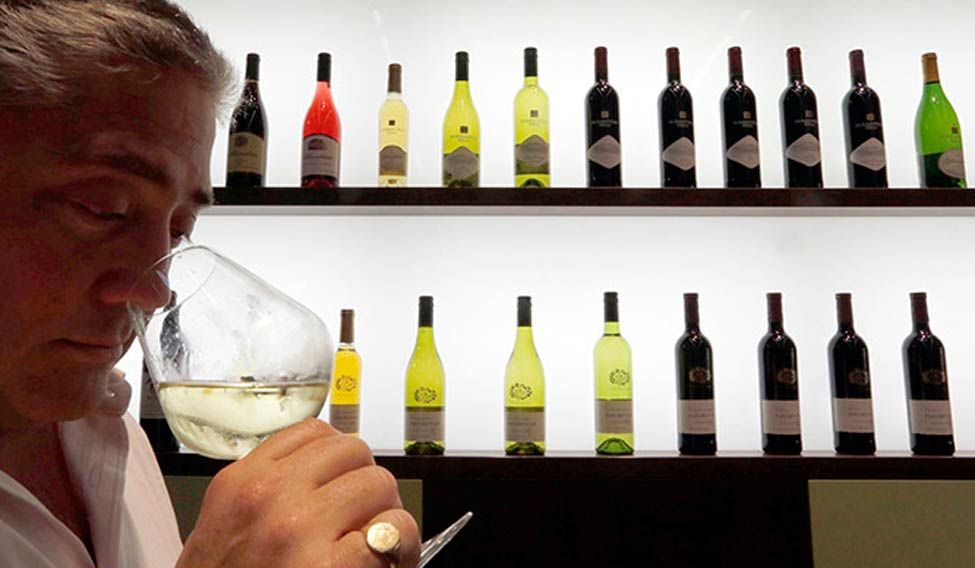 Eye colour linked to alcohol dependence