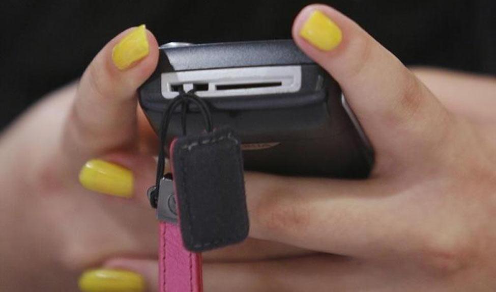 women-mobile-reuters