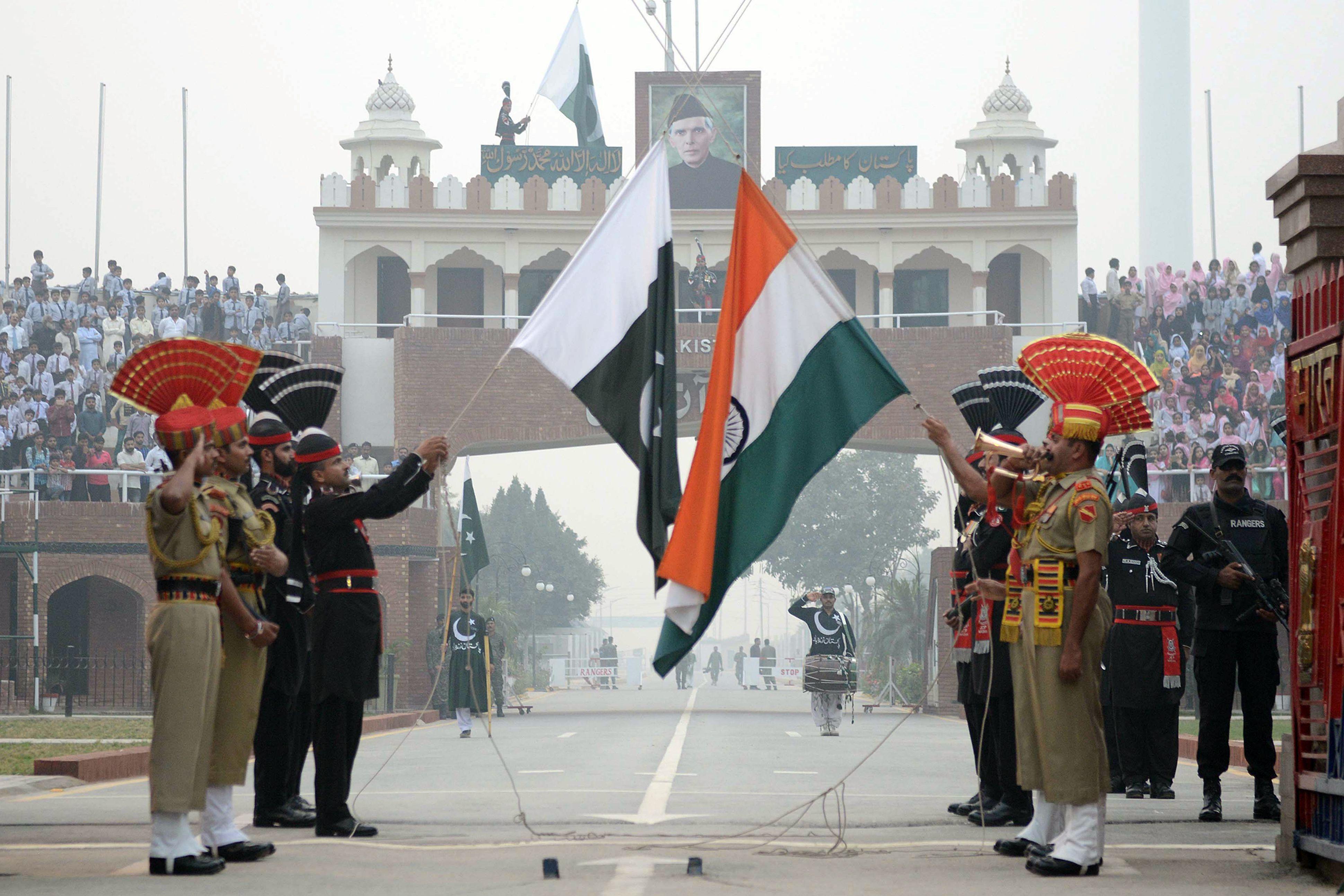 INDIA-PAKISTAN-POLITICS-RETREAT