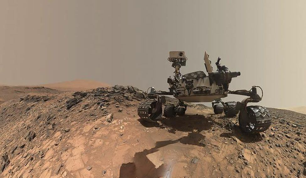Mars mountain photobombs NASA's Curiosity rover selfie