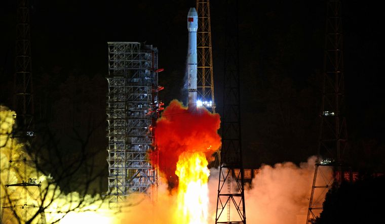China space march 3b rocket carrying chang e 4 lunar probe reu
