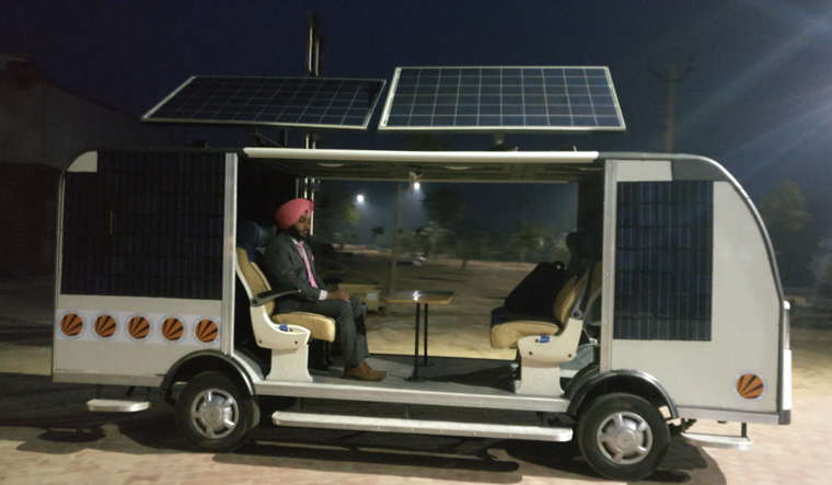 electric-bus-self-driving-india-lpu-punjab
