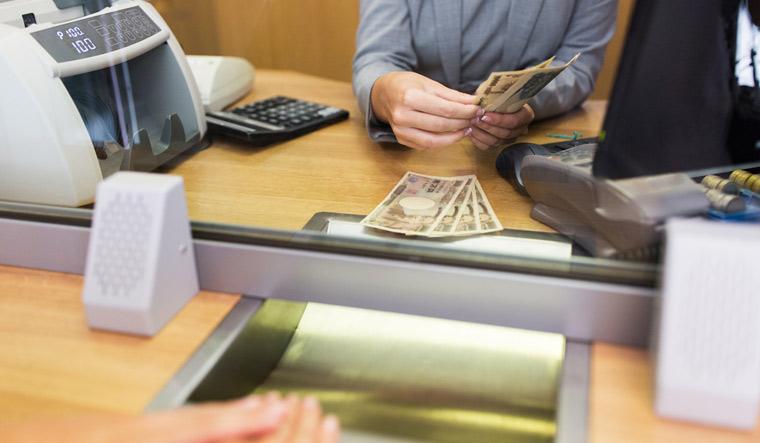 bank-banking-withdrawal-saving-finance-clerk-counting-cash-money-customer--currency-exchanger-shut