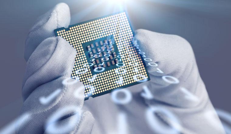 silicon-chip-micro-chip-computer-shut