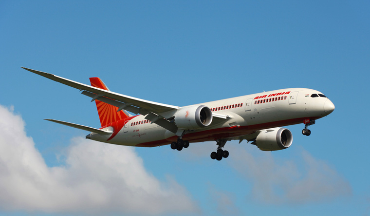 Air-India-787-Dreamliner-on-approach-May-2013-shut
