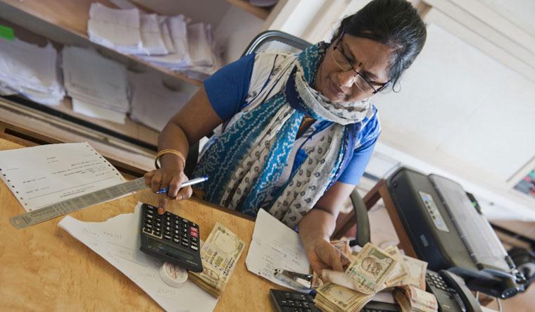 bank-desk-india-banking-service-shut