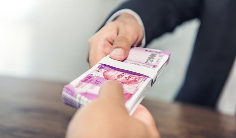 bank-rupee-cash-rupee-cash-2000-notes-india-rbi-currency-shut