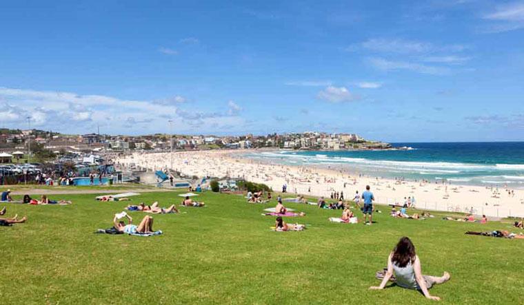 sunshine-beach-crowd-people-shut