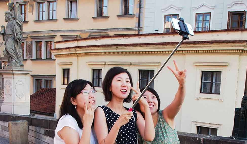 Selfie 'vending machines' to enthral tourists in Japan