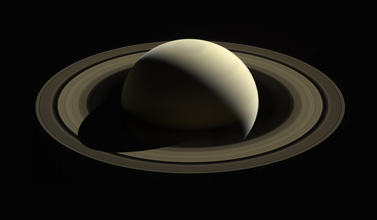 saturn-photo-by-cassini-nasa